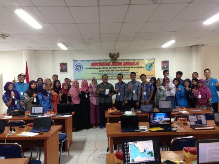 Indonesia Muda Menulis oleh Laboratorium Pendidikan Bahasa dan Sastra Indonesia FKIP UMRAH