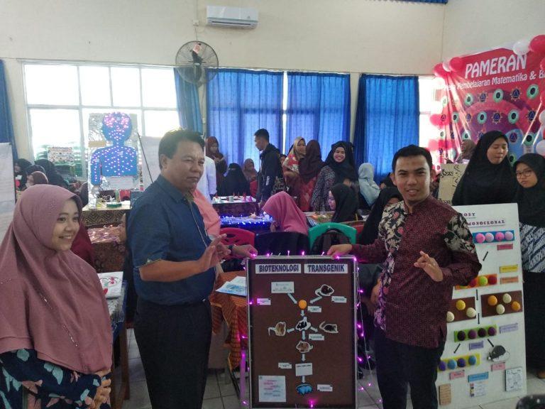 Wakil Rektor I menyempatkan hadir di acara Pameran Media Pembelajaran